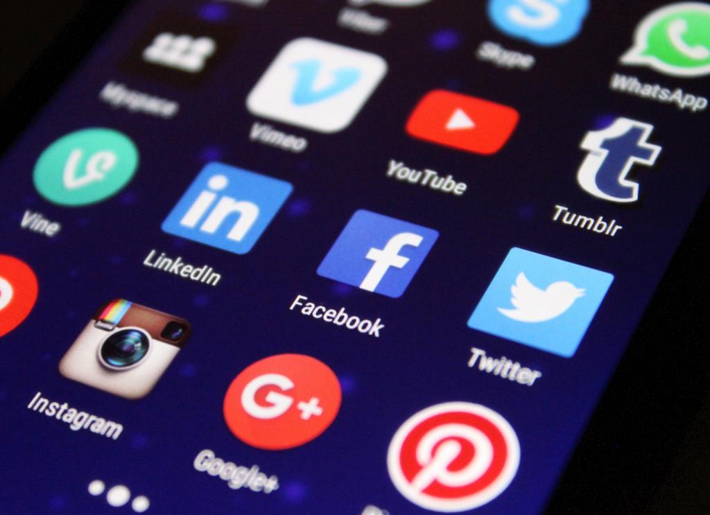 budgetpolitan social media saving money